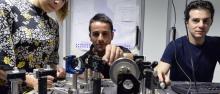 Piccione, Trenti e Mancinelli nel Laboratorio di Nanoscienze ©AlessioCoser