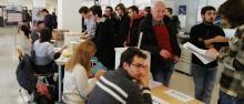 Un momento delle votazioni nel seggio di Povo